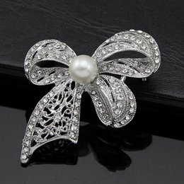 Wholesale Clothing China Retail - 2016 Dan Run factory bow brooch crystal brooch pearl white plated white k Clothing accessories retail bags
