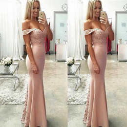 2017 robes satinées en satin de fuchsia Sexy Off Shoulder Robes de demoiselle d'honneur 2016 Mermaid Backless Lace Appliqued Maid of Honor Robes Long Prom Formal Evening Party Robes promotion robes satinées en satin de fuchsia
