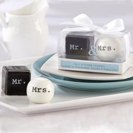 Wholesale Mr Salt Pepper - Seasoning Pot Mr And Mrs Novelty Porcelain Condiment Salt Pepper Jar Creative Wedding Favor Home Decor 4 5ab F R