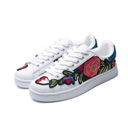 Wholesale New Fashion Embroidery - Luxury New Men Women Low Top Casual Shoes Fashion Designer Flower 3D Embroidery Sneakers 3 Color Flats Free Shipping