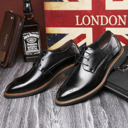 Wholesale British Noble Fashion - fashion Noble Stylish Genuine Leather Vintage Carved Brogues Shoes Mens Casual Oxfords Shoes Hand Made Lace Up British Style High Quality