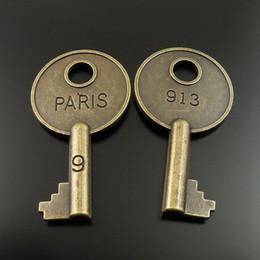Teclas de tono bronce online-20 UNIDS Estilo Antiguo Tono de Bronce Aleación Paris 913 Skeleton Key Colgante Charms 40mm fabricación de joyas