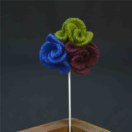 Wholesale Wholesale Luxury Sweaters - price cheap luxury flower brooch lapel pins handmade boutonniere stick with 3 color flowers for gentleman suit sweater wear in evening party