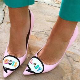 Zapatos atractivos de la boda femenina online-Nuevo 2017 Boss Lady Bordado Mujer Sexy Punta estrecha Bombas de fiesta Zapatos de boda stilettos Tacones Altos Moda Zapatos de mujer zapatos de mujer solos