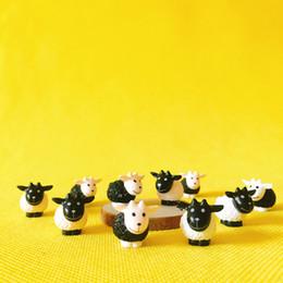 20 pezzi / miniature animali / pecore bianche e nere / carino / fata giardino / casa delle bambole / terrario / gnome / figurine / home desktop decor da case in miniatura da fiaba fornitori