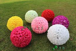 Fiori di seta rossi grandi online-2016 nuova crittografia artificiale rosa fiore di seta baci palle grande palla appesa ornamenti di natale decorazione della festa nuziale bianco rosso rosa