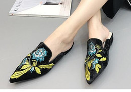 Wholesale Petals Shoes - Hot! new Women's shoes swan Velvet surface 3D embroidery petals pointed Toes baotou flat Women's shoes slippers lazy person shoes