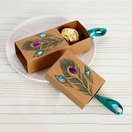 Wholesale Wedding Box Peacock - Peacock Feather Printing Candy Boxes Drawer Design Wedding Favors Rhinestone Kraft Paper Gift Boxes