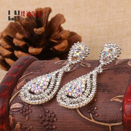 Argentina Luxurious Crystal Diamonds Bridal Earrings 2016 Latest Wedding Accessories Water Drop Style Party Women Earrings Free Shipping Suministro