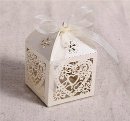 Discount white wedding favour boxes wholesale - Hanky Set 2016 New Love Heart Laser Cut Candy Gift Boxes With Ribbon Wedding Party Favor Mini Candy Box Candy Wedding Favors Favour Boxes