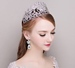 Wholesale tiara beaded veils - 2016 New Sparkly Beaded Crystal Wedding Bridal Croen Rhinestone Bridal Veil Accessories Tiaras Headband Hairwear Pageant Crown