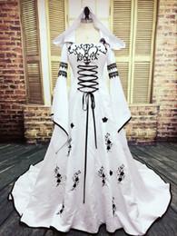Argentina Vestido de boda gótico de imagen real 2018 Vestidos musulmanes en blanco y negro con sombrero Bordado exquisito Apliques de encaje Vestidos de novia Mangas de campana Suministro
