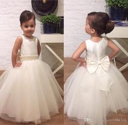 Robe de perles en dentelle blanche en Ligne-Perles perles dentelle col gaze demoiselle d'honneur pas cher longueur au sol fille beauté robe damassé bowknot ceinture blanc robe de mariée boule