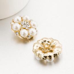 Ücretsiz Kargo Toptan 25mm Flatback Rhinestone Düğme Saç Çiçek Düğün Davetiyesi Inci Düğmesi Için 50 adet / grup nereden fransız kristali tedarikçiler