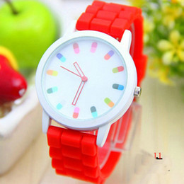 Wholesale Pink Pill - Wholesale and retail Silicone jelly watch Capsule pill dial student High fashion accessories 11 kinds of color Leisure sports watch