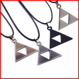Canada 4 COULEURS Légende De Zelda le Triforce Zelda Collier Triforce Pendentif pour hommes femmes Alliage Triangle film bijoux cadeau de Noël 160543 Offre