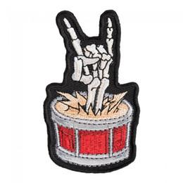 trompa instrumento musical Desconto Rock The Drums Skeleton Chifres Patch, Instrumentos Musicais Bordados Em Ferro Ou Costurar Em Remendos 1.75 * 3.25 POLEGADA Frete Grátis