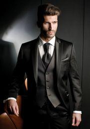 Vestito lucido degli uomini online-Personalizza Shiny Nero Smoking dello sposo Groomsmen Best Man Blazer Prom Dress Suit Tute aziendali Giacca + Pantaloni + Vest + Tie NO: 2