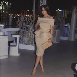 Donne nude corte online-Cocktail Champagne Nude stain Dubai Abiti da festa economici Arab Women Off The Shoulder Abito corto da promenade Abiti mediorientali