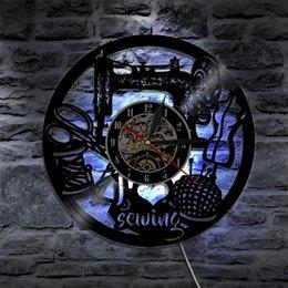 Canada J'aime la couture Led Vinyle Horloge Mur Lumière Rétroéclairage Changement de Couleur Vintage À La Main Décor À La Maison Art Lampe Télécommande supplier i love lights Offre
