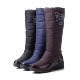 Botas de piel azul online-2016 botas de invierno de moda plataforma de piel dentro de la rodilla caliente botas altas de nieve para mujeres Zapatos de algodón negro azul marrón