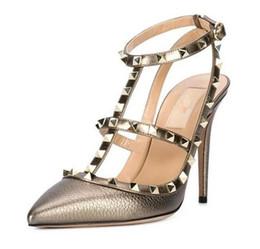 a medida * alta calidad! u564 34/40 remaches de oro de cuero genuino pisos puntiagudos tacones v bombas 7.5 / 10cm diseñador de lujo zapatos metálicos 2016 desde fabricantes