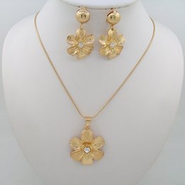 Wholesale Cheap African Style Jewelry - Gold Plated Crystal Jewelry Sets Cheap 18k Zinc Alloy Necklace Pendant Jewelry Style Temperament Elegant Of Types Jewelry