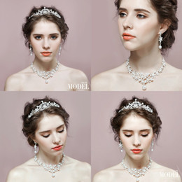 Wholesale Jewelrys Sets - Shiny Pearl Beaded Bridal Accessories Crystal Crown&Necklace&Earrings Three Piece Set Fashion Bridal Jewelrys Cheap Bridal Accessories