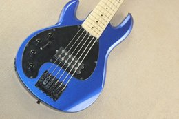 Hombre de musica bajo negro online-Custom zurdo Music Man 6 cuerdas Bass Erime Ball StingRay Metallic Blue Guitarra eléctrica Maple Neck Black Pickguard Black Hardware