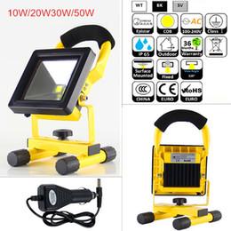 Batería led luces de trabajo online-Foco de LED recargable con pilas 10W 20W 30W 50W IP65 Luces de trabajo de inundación de uso al aire libre LED Mini luz de emergencia para acampar