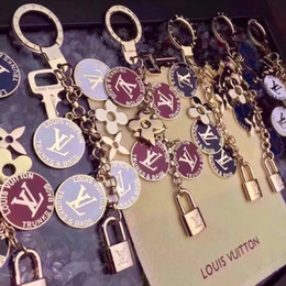 Wholesale Ring Box Lover - European and American jewelry creative new key ring round high-end lock key chain with box