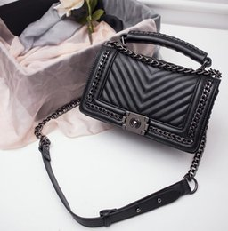 Wholesale Factory Ladies Tote - factory brand handbag authentic classic small series of fashion hot mom woven chain bag elegant woman lock corrugated Leather Shoulder Bag