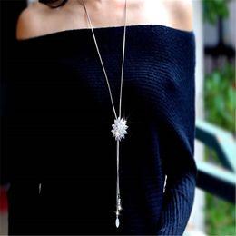 89ce67b7c542 Collar de suéter largo para mujer Moda cadena de serpiente de plata Circón colgante  de pétalo de cristal collares largos de la borla de alta calidad collar ...