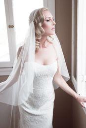 Novo Designer Em Estoque Juliet Cap Na Altura Do Joelho Véu De Casamento Uma Camada De Corte De Borda Branco Marfim Champagne Véu De Noiva Tule Com Pente De Liga de