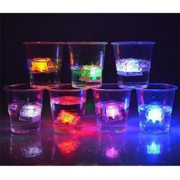 2019 peonia nera artificiale 1200 pz Creativo Flash Ice Cube Acqua-Attivato Flash Led Luce Mettere in Acqua Drink Flash Automaticamente per la Festa Nuziale Bar Natale F536