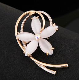Wholesale Vintage Look Rhinestone Brooch - Vintage Look Clear Rhinestone Crystal Diamante Wedding Jewelry Brooch With Dark Blue Stone