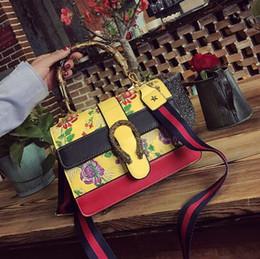 фирменная цветочная сумочка оптом Скидка Фабрика Оптовая Марка мода сумка Сумка цвет классический вышивка бамбук сумка тенденция цветочные вышивка мода кожаная сумка вино сумка
