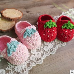 Wholesale Shoes Strawberry - Infant crochet shoes baby girls cute strawberry knitting shoes babies christening shoes Newborn handmade beaded first walkers fit 0-1T T5044