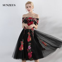 Wholesale Graceful Dresses For Girls - Boat Neck Gray  Black Tea-Length Evening Gowns for Girls Embroidery Red Lace Graceful Short Formal Evening Dresses Cheap Homecoming Dresses