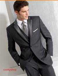 Gli abiti da sposa gli uomini piace online-I prodotti vendono come le torte calde grigie Il matrimonio è più adatto per l'uomo di un uomo Vestito meglio Uomo / sposo Vestito Giacca + Pantaloni + Gilet bello