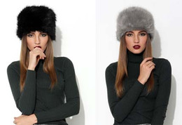 2019 cappelli da cossack Stand Focus Donna Faux Fur Pillbox Russo Cosacco Beanie Hat Cap Ladies Fashion Elegante inverno Pom Pom Thick Warm Black Grey cappelli da cossack economici