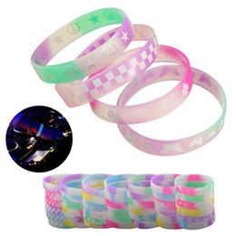 Wholesale Glow Dark Silicone Bracelets - Wholesale-Brand New 1PCs Glow In Dark Luminous Silicone Rubber Wristband Bracelet Bangle Color Pattern Multi Random