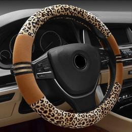 2019 câble assy Couverture de volant de voiture de léopard d'hiver de 38 cm pour femmes filles en cuir recouvert de volant recouvert de velours couvre accessoires de voiture intérieur