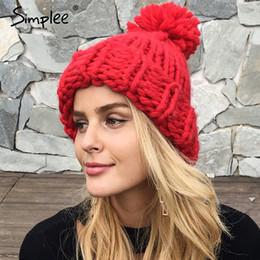 Al por mayor-Simplee Knitting bola de lana skullies gorros Casual  streetwear gorra de sombrero caliente Mujeres otoño invierno 2017 lindo beanie  sombrero ... 84567af0443