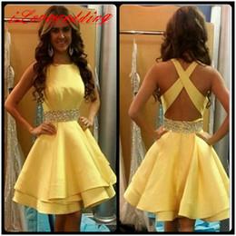 Желтое платье для 8-го онлайн-Под 100 желтый короткие выпускные платья возвращения на родину с хрустальным Атласом 8-го класса платье выпускного вечера платья