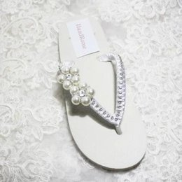 Wholesale Satin Shoe Pearl Ankle Strap - Cheap Simple Wedding Shoes White Ivory Satin Flip Flops For Beach Wedding Bridal Wedding Slip Flops Flowers Flat Heel   Low Wedge Sandal
