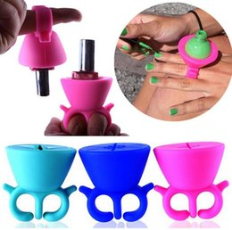 Wholesale Nail Polish Bottle Holder - New Soft Silicone Finger Wearable Nail Gel Polish Bottle Holder with Ring Creative Nail Art Tools Polish Varnish Bottle Display Stand Holder