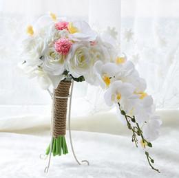 Petali di fiori artificiali bianchi online-Vendita a buon mercato nuova venuta bella bianco grande matrimonio bouquet da sposa petalo fiori adornato angolo fornitori di matrimoni fiori artificiali mazzi