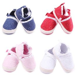 Wholesale Fancy Fabrics - New Fashion Lace Design Baby Girls Shoes Hook&loop Band Fancy Newborn Soft Cotton Fabric Upper with Flower Embroidery Soft Sole