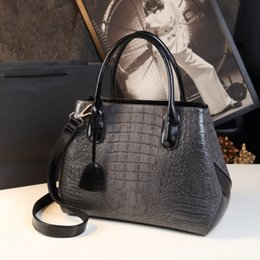 Wholesale mothers day tote bag - 2017 New Year's new winter mother bag 10 colors real leather bags of crocodile bags large capacity air slanting handbag 32cm
